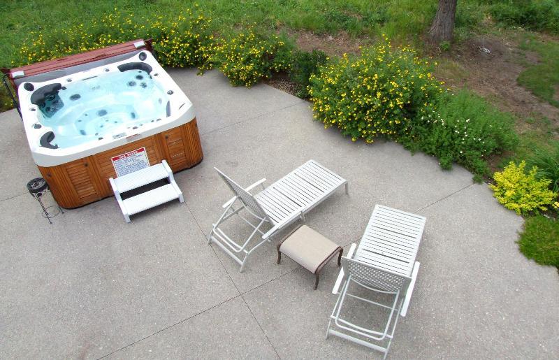 Hot tub seats 6