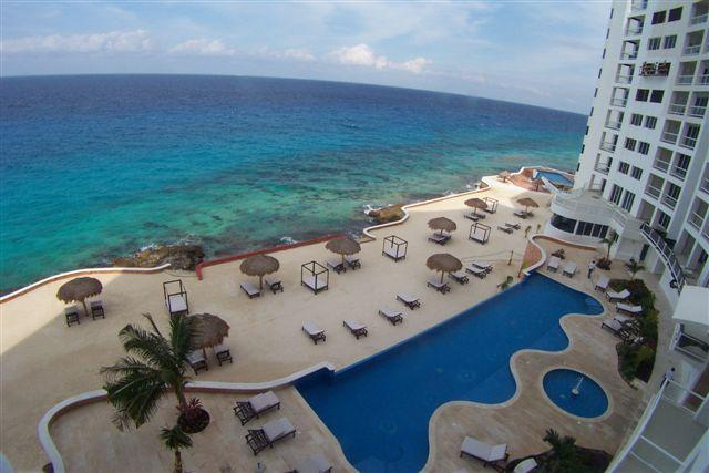 PENINSULA GRAND (B4) 3BR/4Ba LUXURY CONDO, Oceanfront, Food Service, vacation rental in Cozumel