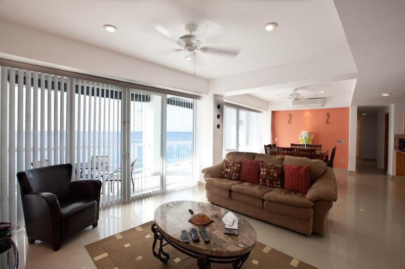 Living/Dining kamers met prachtig uitzicht op de Oceaan