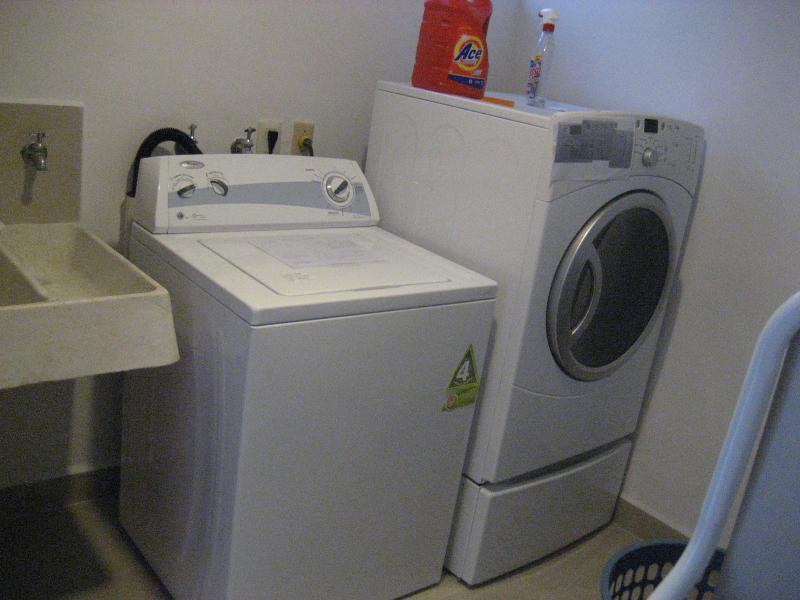Wasmachine, droger in condo