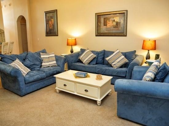 315CA. Nicely Equipped 4 Bedroom 3 Bathroom Home in Gated Community, vacation rental in Haines City