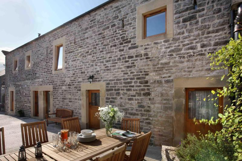 Lovely Littonfields Barn - Sleeps 12 in 5 en-suite bedrooms.