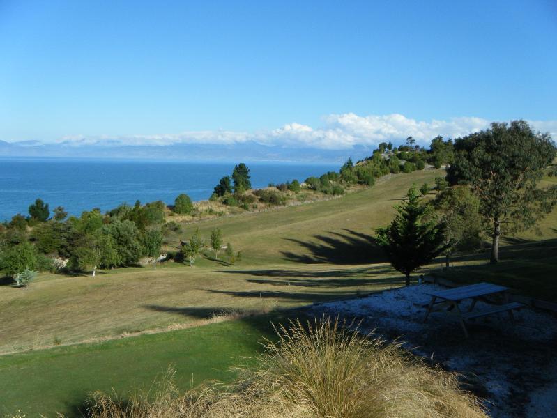 Kina Cliff Golf Course 5 min away