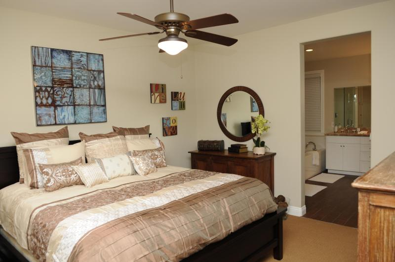 Master Bedroom with King Size World-Class Bed