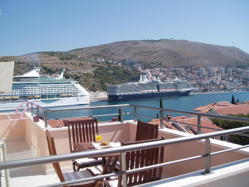 Attic Apartment Iris - Classy & New (4+1), holiday rental in Dubrovnik