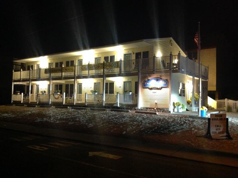 El Club de playa en la noche