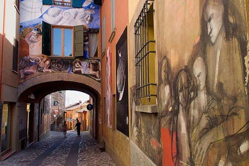 Painted walls in Dozza