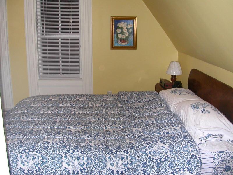Dormitorio principal con cama Queen