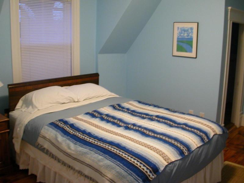 2 º piso dormitorio con cama Queen