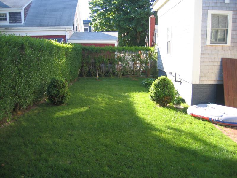 Jardín privado detrás de casa