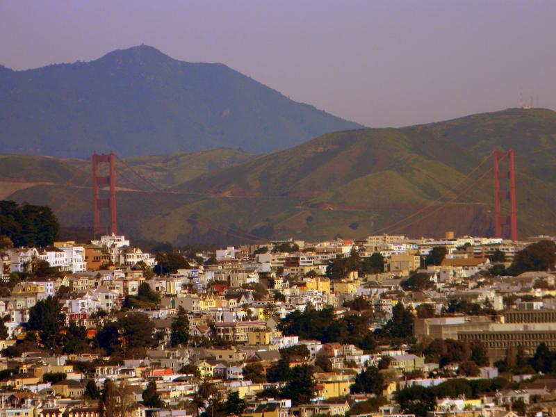 Vista del puente Golden Gate, de Bernal Heights.  Un 15-20 minutos, a pie con mucho encanto, de nuestro apt.