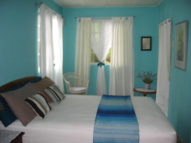 The en suite  Frangipani room