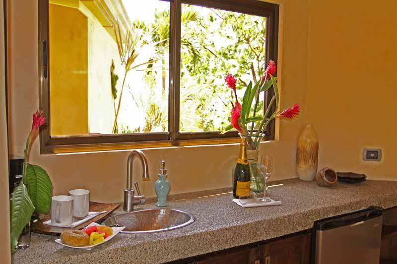 Villa #2 kitchenette totalmente