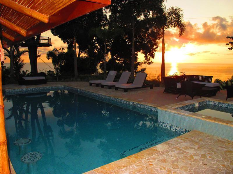 área social piscina e jacuzzi