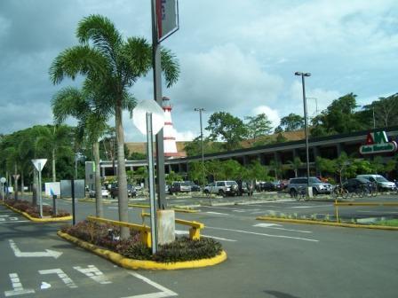 Plaza Herradura Mall, seulement 5 min de la copropriété avec supermarché, boutiques, Souvenirs, Restaurants, etc.