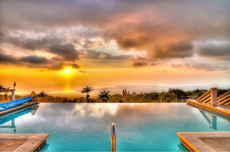 Another Fabulous Kona Sunset over the Infinity Edge Pool - beyond words!