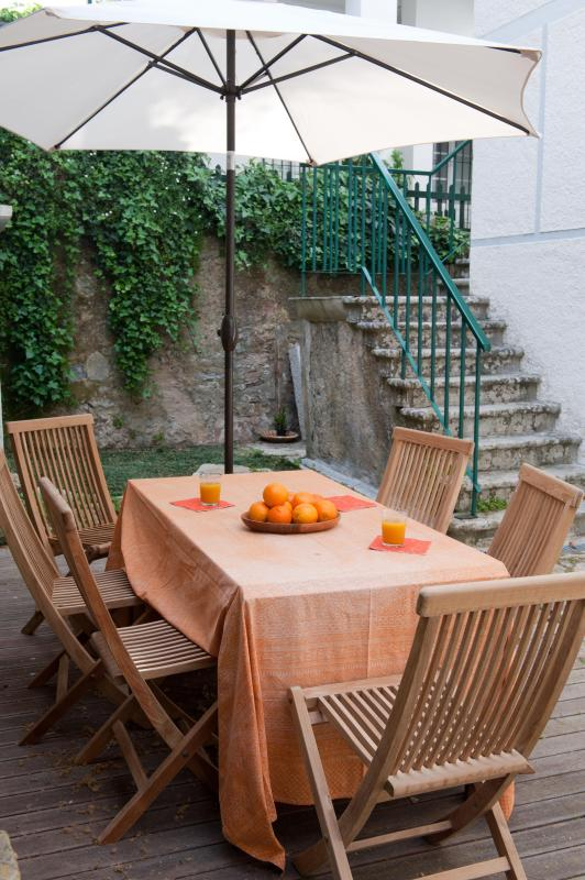 Patio with deck, gardentable and chairs