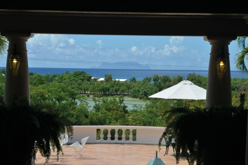 LES ZEPHYRS... Casual 3 BR Family Villa, vacation rental in Saint-Martin