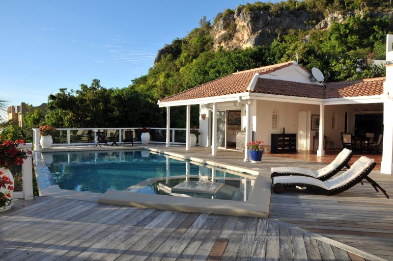 ST TROPEZ... amazing views of the Caribbean Sea from this lovely villa in Pelica, holiday rental in Sint Maarten