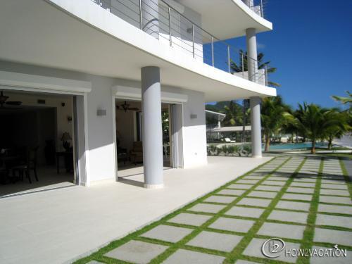 Unforgettable... 2BR vacation rental, beachfront on Simpson Bay, St Maarten