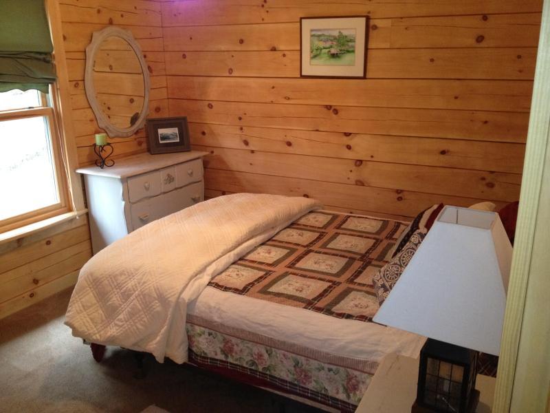 First-floor bedroom - queen