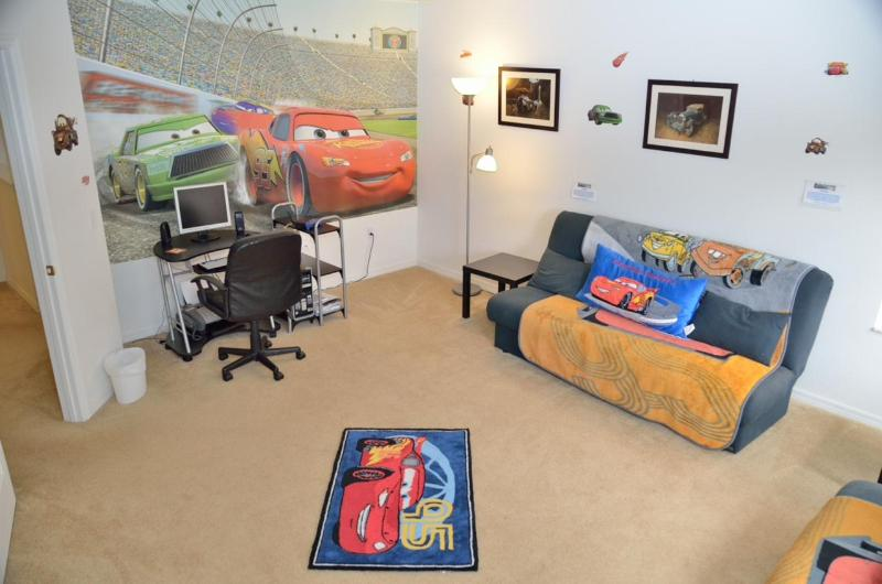 Cars Den with 2 Full sized Futons and AC High Speed WiFi