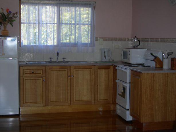 Lavender cottage Platypus Park Retreat kitchen