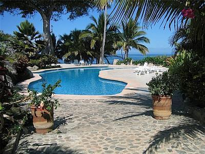 Charming Villa in peaceful gated area with pool, location de vacances à Platanitos
