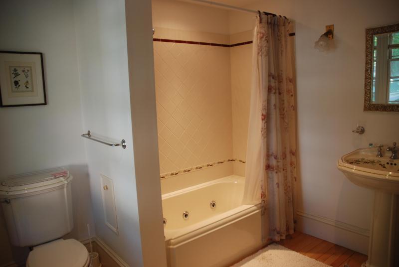 Alto baño principal de la casa