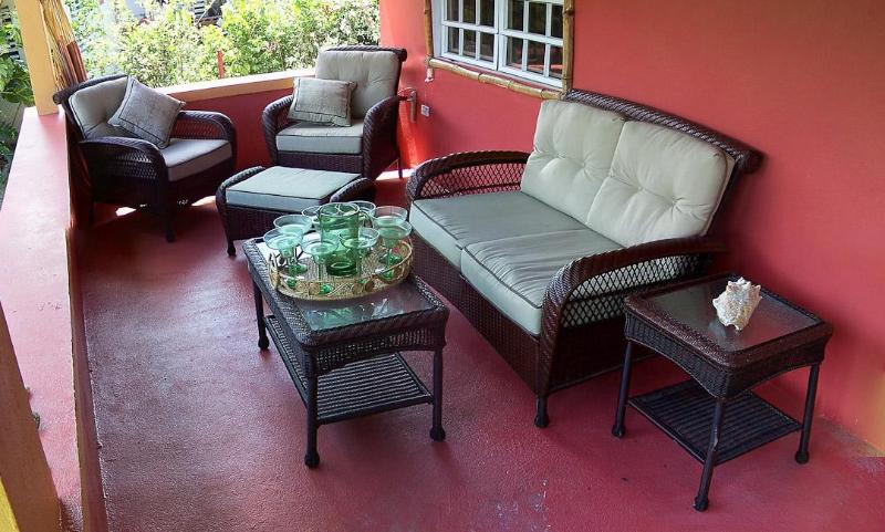 8 Seat SUV -1 Block to Malecon - Kid/Baby friendly, vacation rental in Isla de Vieques