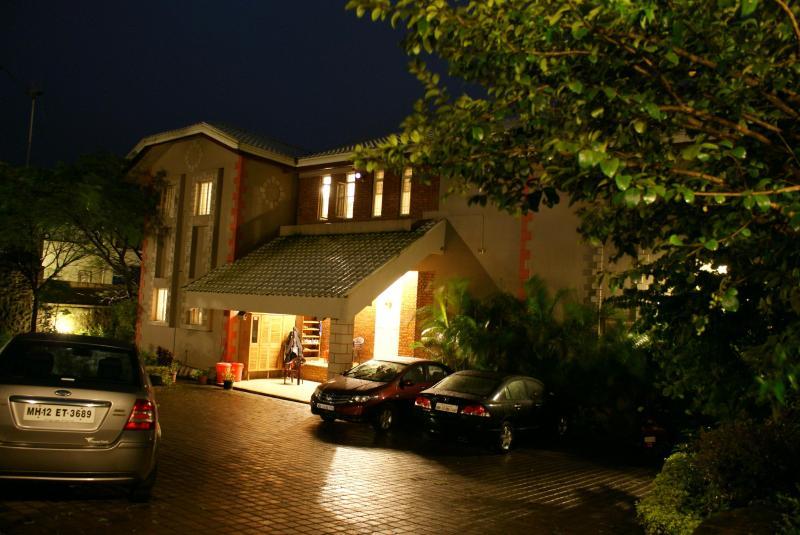 Dala Rooster bungalow,Panchgani entrance at night.