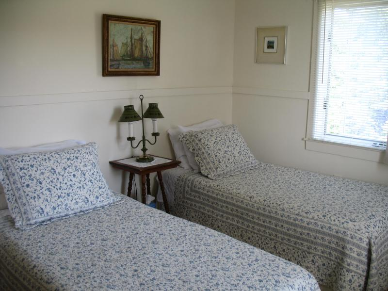 Twin beds, Downstairs