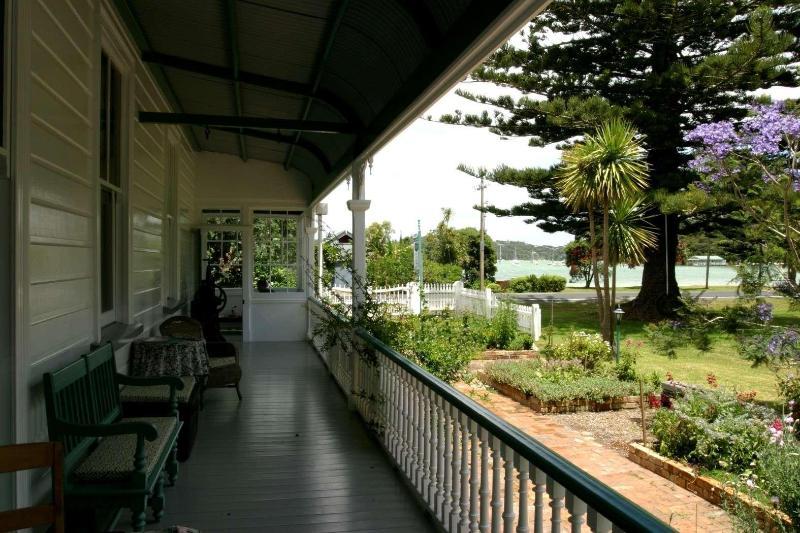 Guestlodge, wrap-around verandahs with views to the sea