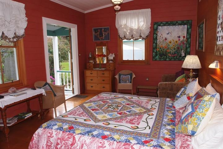 Garden Suite: with s/king bed and seperate entrance and verandah over-looking the cottage gardens
