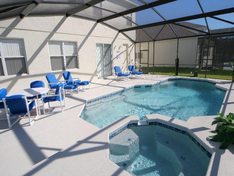 Spa y suroeste frente a piscina cubierta