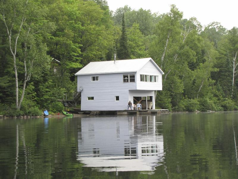 Boathouse - 2 Bedroom Lake front Cottage!, holiday rental in Lake St. Peter