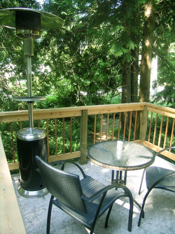 With the patio heater you can have lovely warm candlelit dinners on the deck