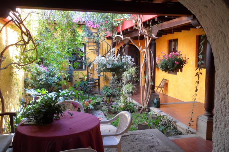 Colonial Style House in heart of Antigua, vakantiewoning in Guatemala