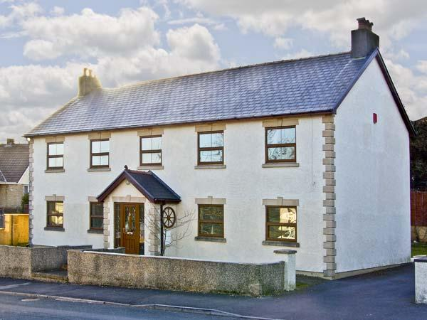 LA CALA, family friendly, luxury holiday cottage, with a garden in Penderyn, holiday rental in Brecon Beacons National Park