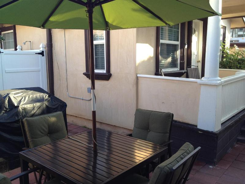 Side yard with gas BBQ grill & outdoor hot/cold shower