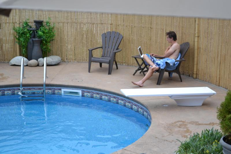 Work and Play! Wireless internet included