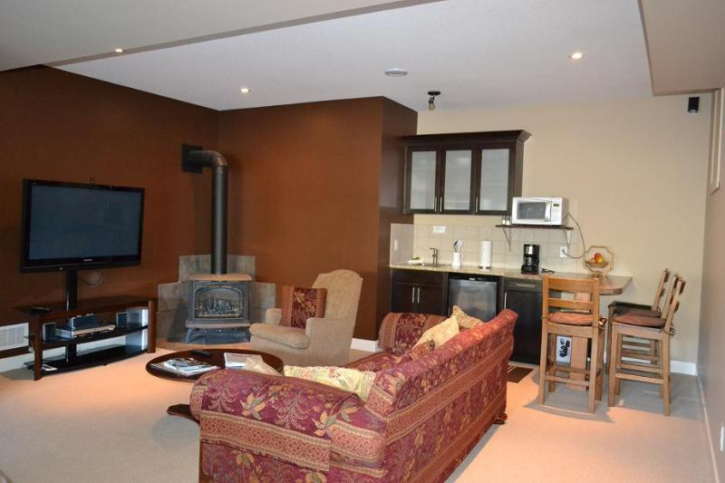 Poolside Suite comfy lounge area