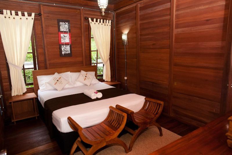 King size (160X200cm) bedroom 2