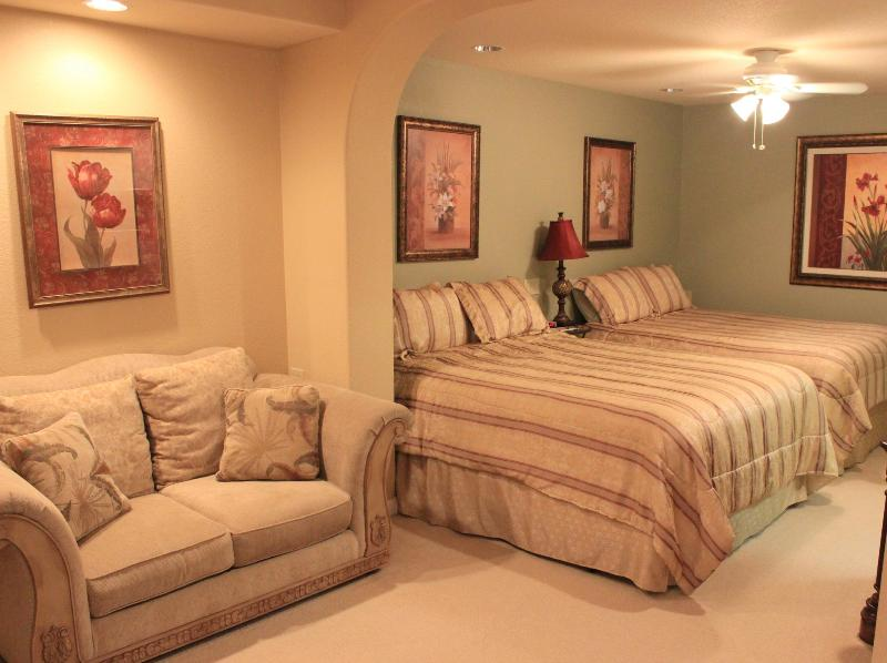 West Coast Villa I Terraced Garden Suite with 2 Queen beds, sitting area, kitchenette