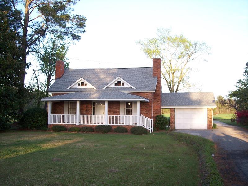 farmhouse on 150 acre cattle farm near beach, vacation rental in Brunswick