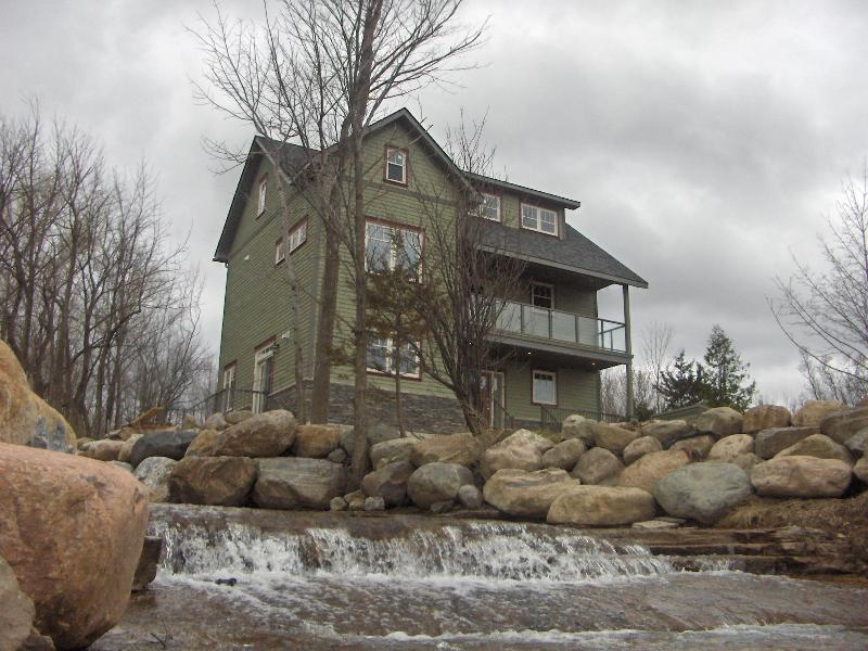 Shale Beach House,  Blue Mountain Collingwood Ont., holiday rental in Meaford