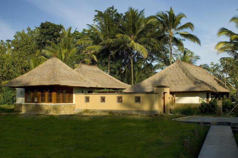 Approaching Villa Vajra across the rice fields