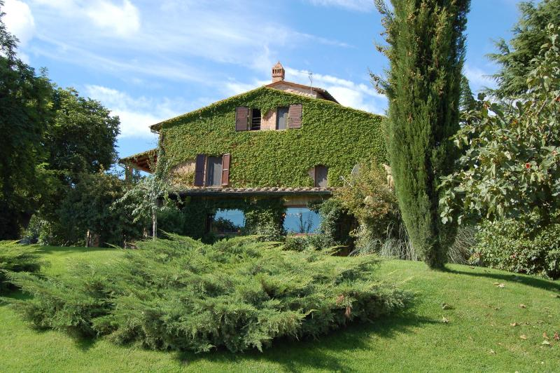 Poggio Etrusco: Tuscan B&B, apts, & Cooking School, holiday rental in Montepulciano