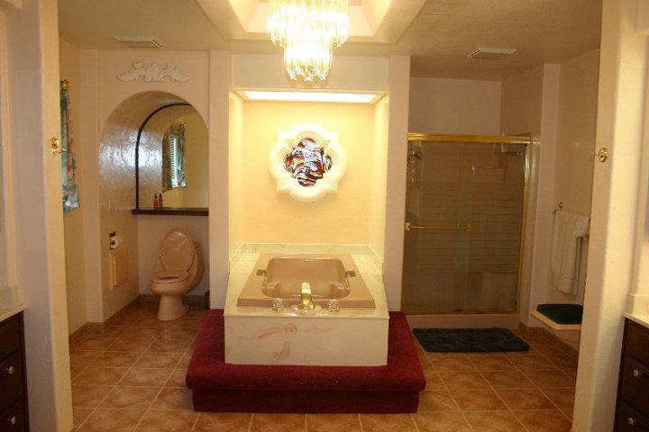 Master en Suite bath with soaking tub