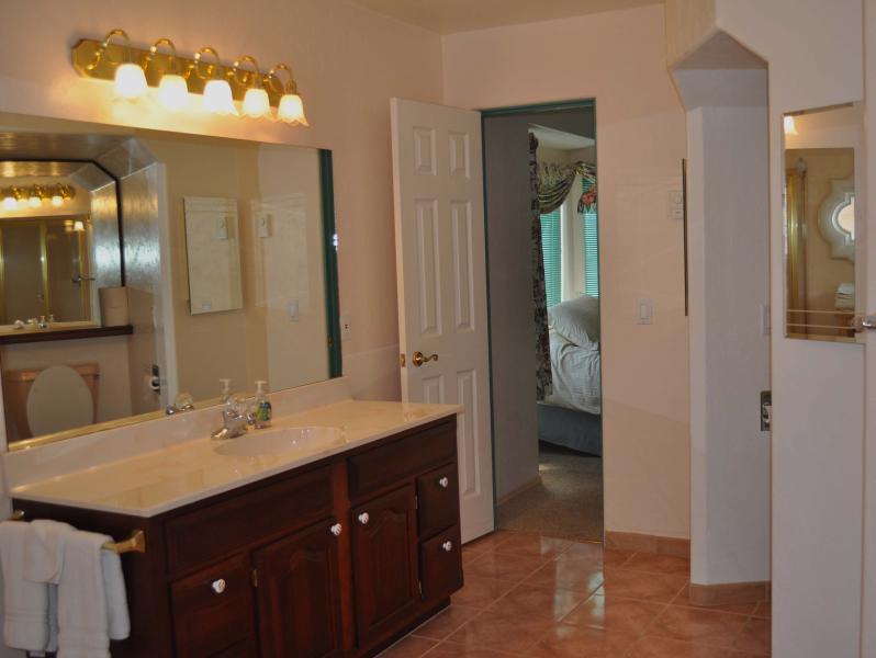 Second Master en Suite Bathroom